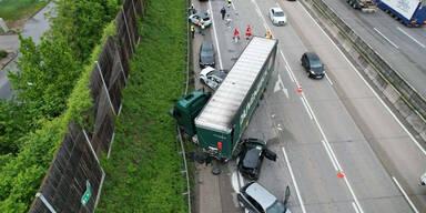 Fünf Verletzte bei Lkw-Crash auf der A1