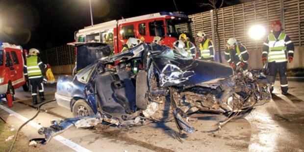 Pkw gegen Baum – Fahrer (26) überlebte
