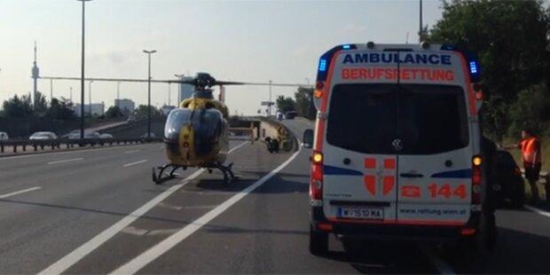 Biker bei Unfall auf A22 schwer verletzt
