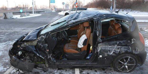 Alko-Lenker baut spektakulären Unfall