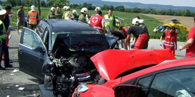 Sieben Verletzte bei schwerem Unfall