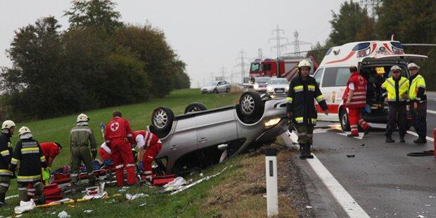 Kinder bei Autounfall schwer verletzt