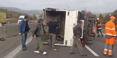 A21: Zwei Kleintransporter zusammengestoßen