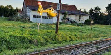 Zug schleift Pkw in Steiermark rund 120 Meter mit - Lenkerin (†55) tot