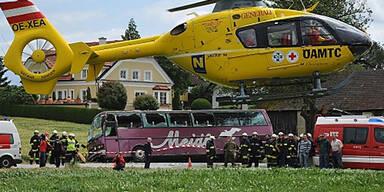 Vier Kinder bei Autobus-Crash verletzt