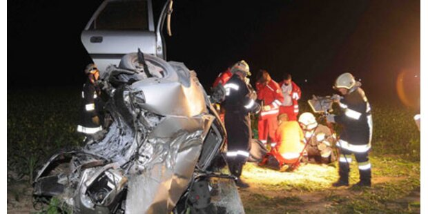 Crash im Alko-Nebel: 2 Verletzte