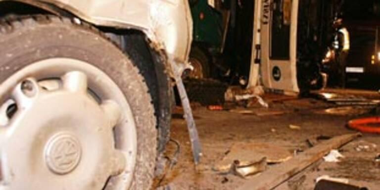 25-Jähriger erlitt bei Verkehrsunfall Genickbruch