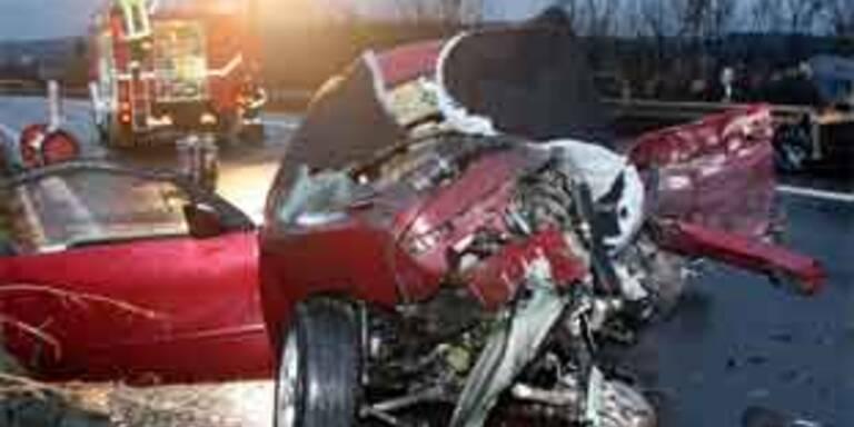 Drei Tote bei Geisterfahrer-Unfall in Bayern