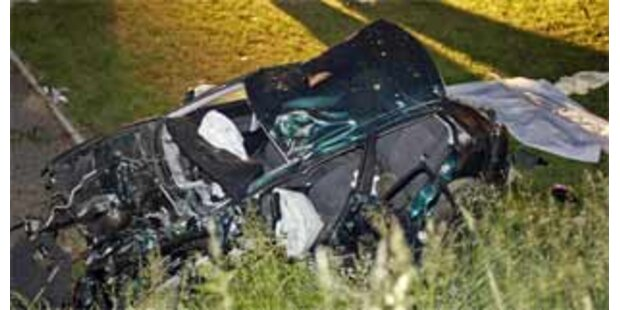 1 Toter, 8 Verletzte nach Crash und Auffahrunfall