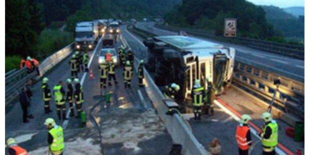 A2 in Kärnten nach Lkw-Unfall gesperrt