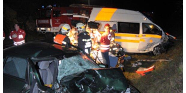 Frontalcrash mit Rettungswagen