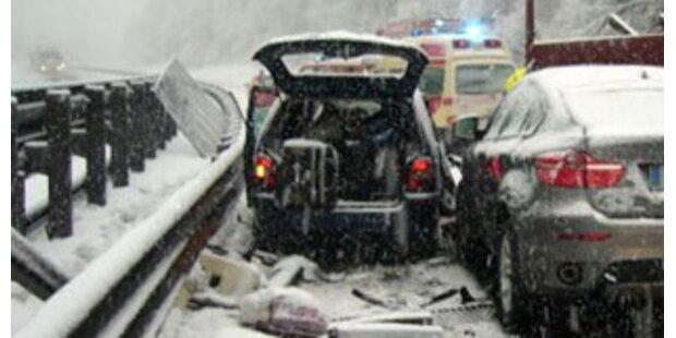 Etliche Unfälle auf A2 und S6 durch Schnee