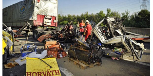 Mega-Stau nach Horror-Unfall auf der A1