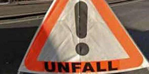 Offene Autotür verursacht Unfall am Gürtel