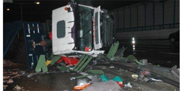 23-jähriger Lkw-Fahrer tödlich verunglückt