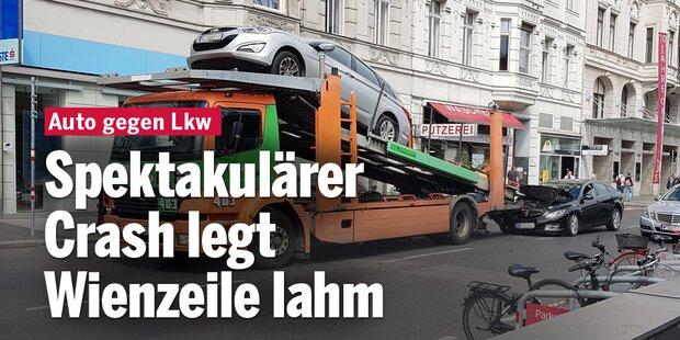 Spektakulärer Crash legt Wienzeile lahm