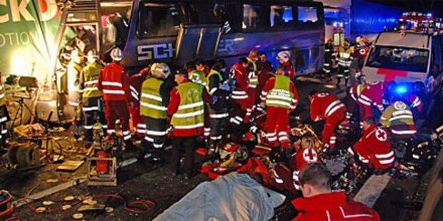 6 Tote - weil der Busfahrer eindöste