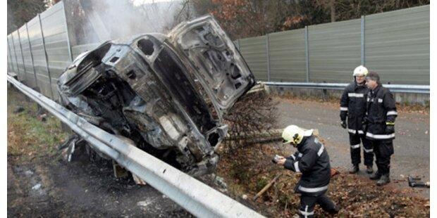 Pkw-Brand nach Auffahrunfall auf der A14