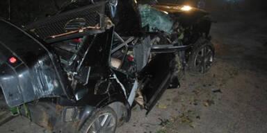 Pkw überschlägt sich - Beifahrer (19) tot