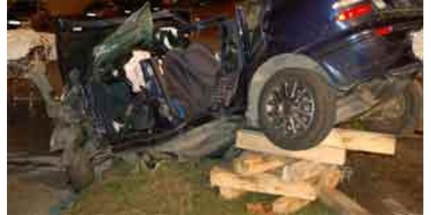 Nach Unfall über Nacht im Auto eingeklemmt