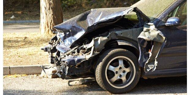 Frau sechs Tage in Unfallauto eingeklemmt