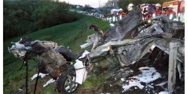 Vier junge Frauen starben bei Autounfall
