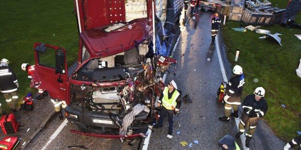 Crash von zwei LKW der selben Firma