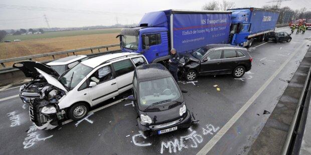 Horror-Crash auf deutscher Autobahn