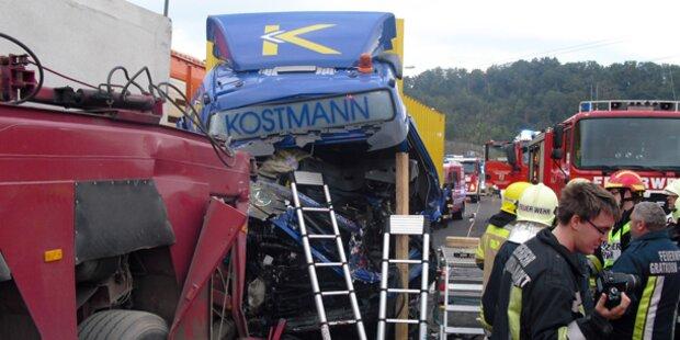 LKW-Crash: Lenker starb an Unfallstelle
