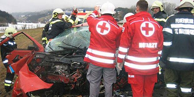 Vier Schwerverletzte nach Frontal-Crash