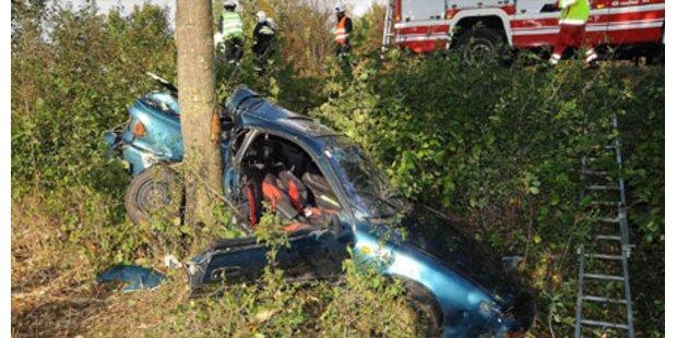 Crash auf B1 fordert zwei Tote