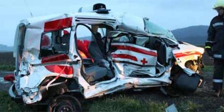 Rotkreuz-Fahrer stirbt bei Crash mit Zug