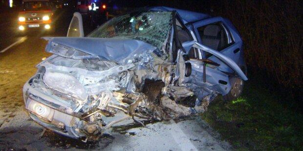 Nach Frontalcrash: Auto ging in Flammen auf