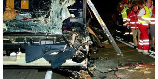 4 Jugendliche bei Tunnel-Crash verletzt