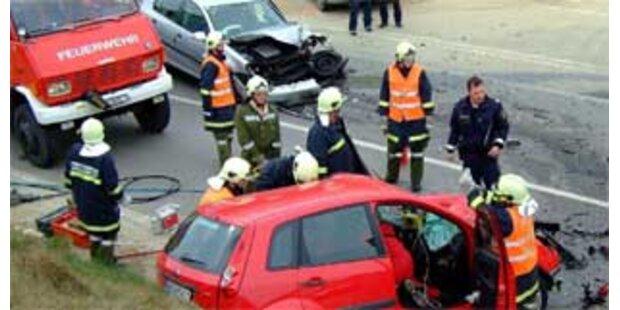 Ehepaar bei Unfall bin Wolkersdorf schwer verletzt