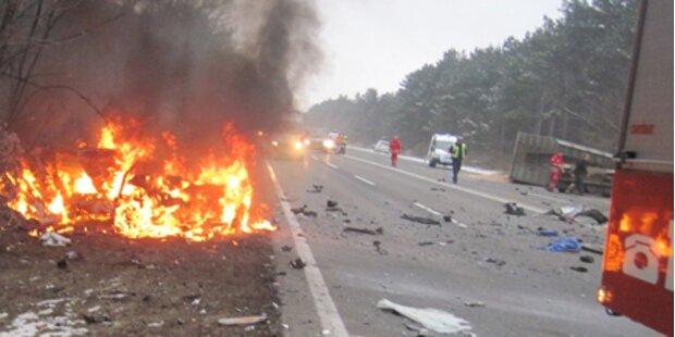 Autofahrer bei Unfall auf B17 verbrannt