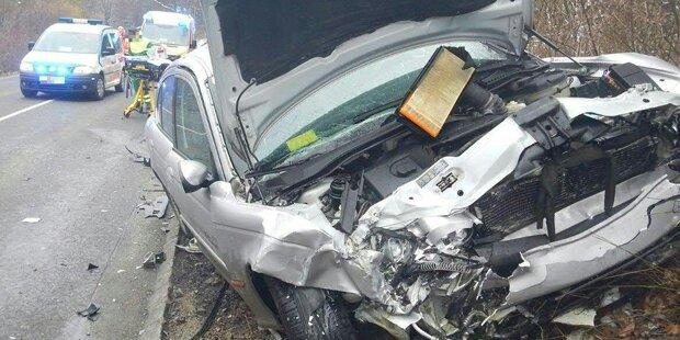Frau bei Crash eingeklemmt – gestorben