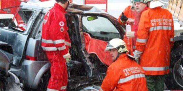 Bäcker stirbt bei Aquaplaning-Crash