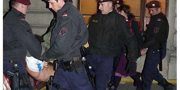 Polizei räumt Wiener Uni