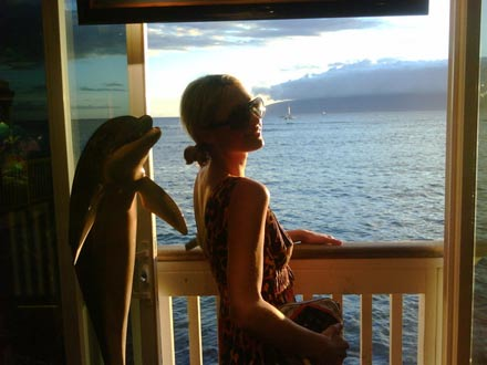 Paris Hilton genießt die Zeit auf Maui