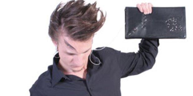 Handtasche kontrolliert den iPod