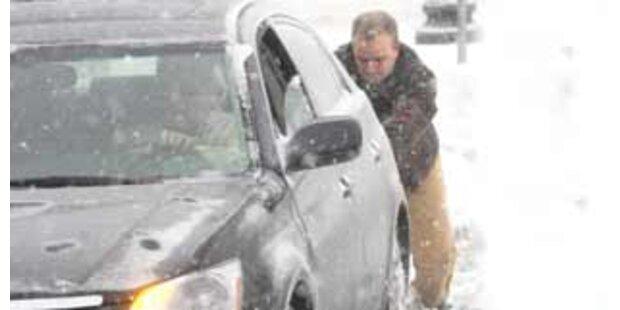 Schneefälle in den USA legten Verkehr lahm