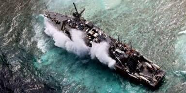 Auf Riff gelaufenes US Kriegsschiff wird zerlegt