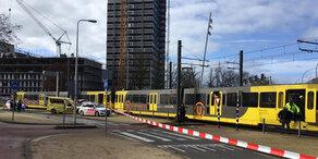Mann eröffnet Feuer in Straßenbahn: Ein Toter