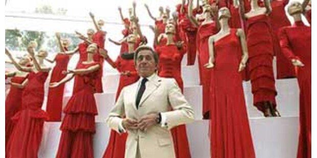 Star-Designer Valentino gibt Rücktritt bekannt