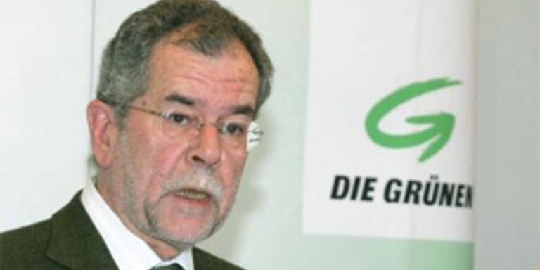 Grüne wollen alle Emails des Innenministeriums