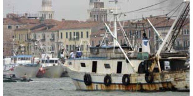 Toter Migrant in LKW am Hafen entdeckt