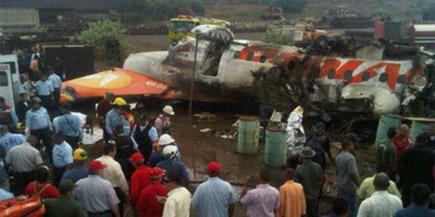 22 Menschen überleben Flugzeugabsturz