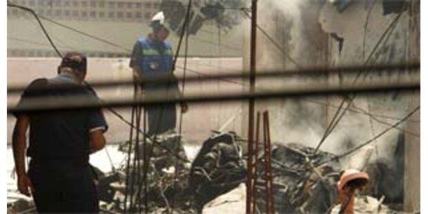 Flugzeug in Venezuela auf Wohnviertel gestürzt