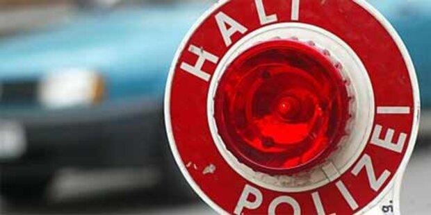 Autofahrer auf A8 von falschen Polizisten bestohlen